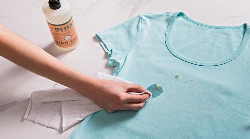 6 Cara Mencuci Pakaian yang Terkena Noda Minyak