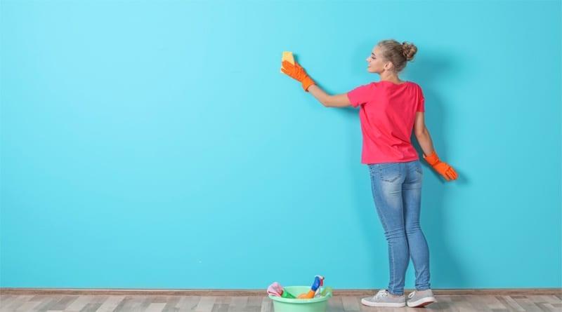 Membersihkan dinding