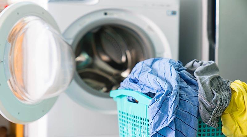 12 Tips Mencuci Pakaian Agar Bersih Seperti Baru