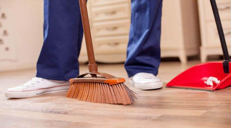 8 Cara Menyapu Lantai yang Benar. Bersih Seketika!