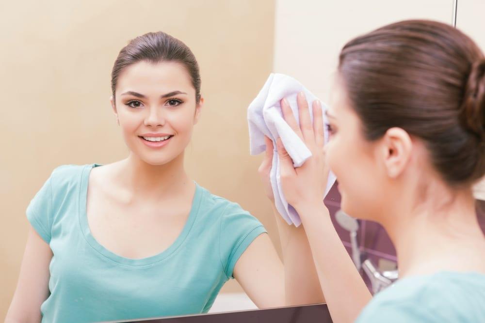 Cara Membersihkan Cermin Paling Mudah dan Tepat