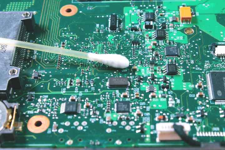 Cara Cepat Mengatasi Kerusakan Pada Barang Elektronik Yang Terkena Tumpahan Air