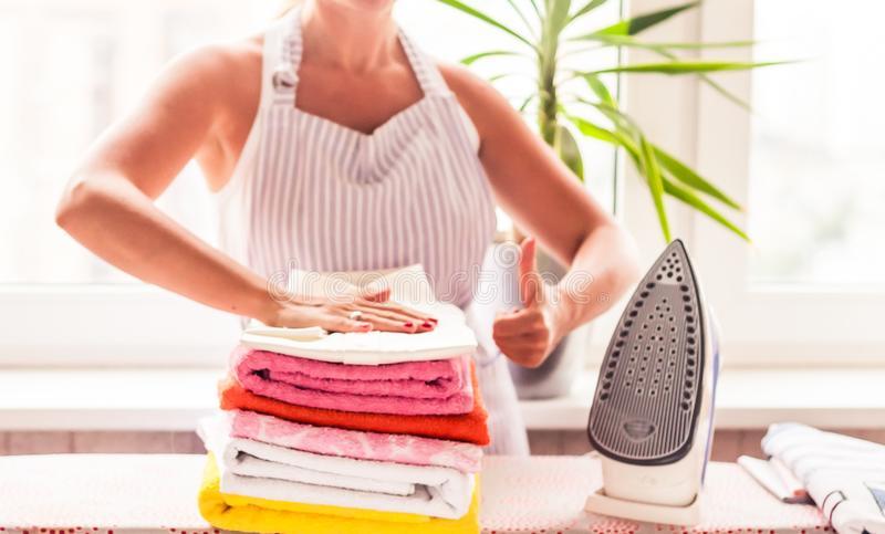 Tips dan Trik Menyetrika Tumpukan Baju Dengan Cepat