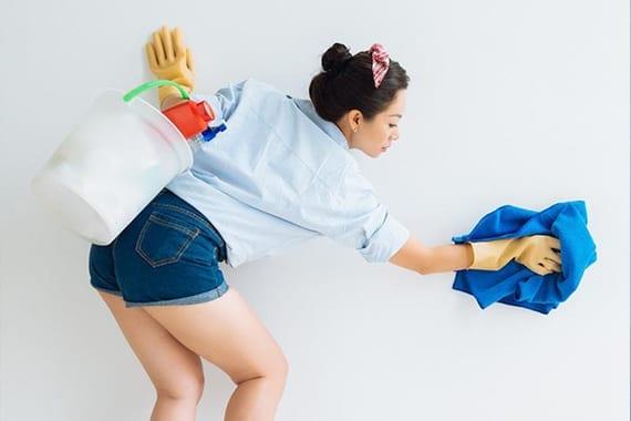 Cara Ampuh Membersihkan Dinding atau Wallpaper Rumah Anda Dari Noda Minuman!