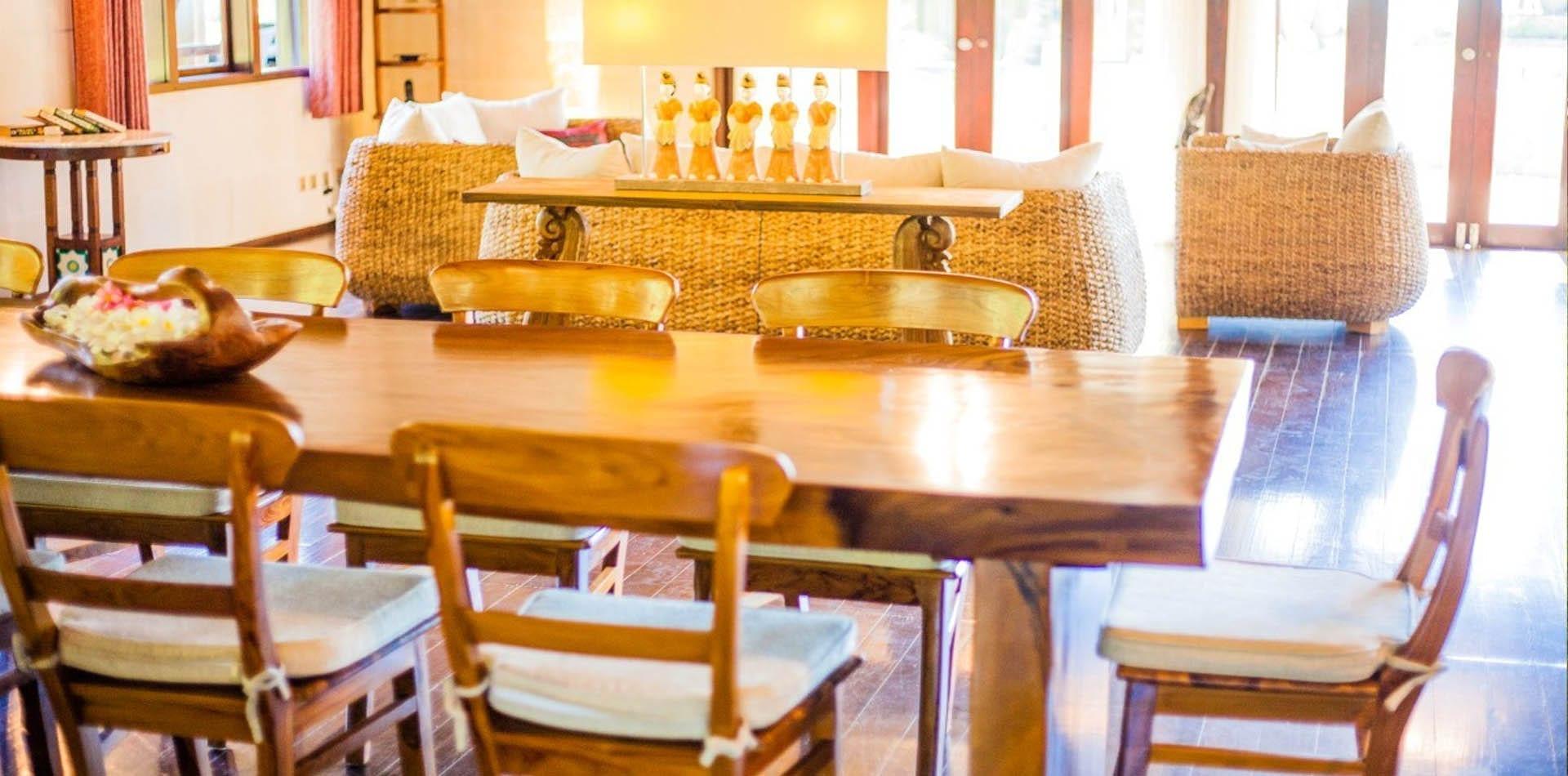 5 Cara Efektif Membersihkan Furniture Kayu