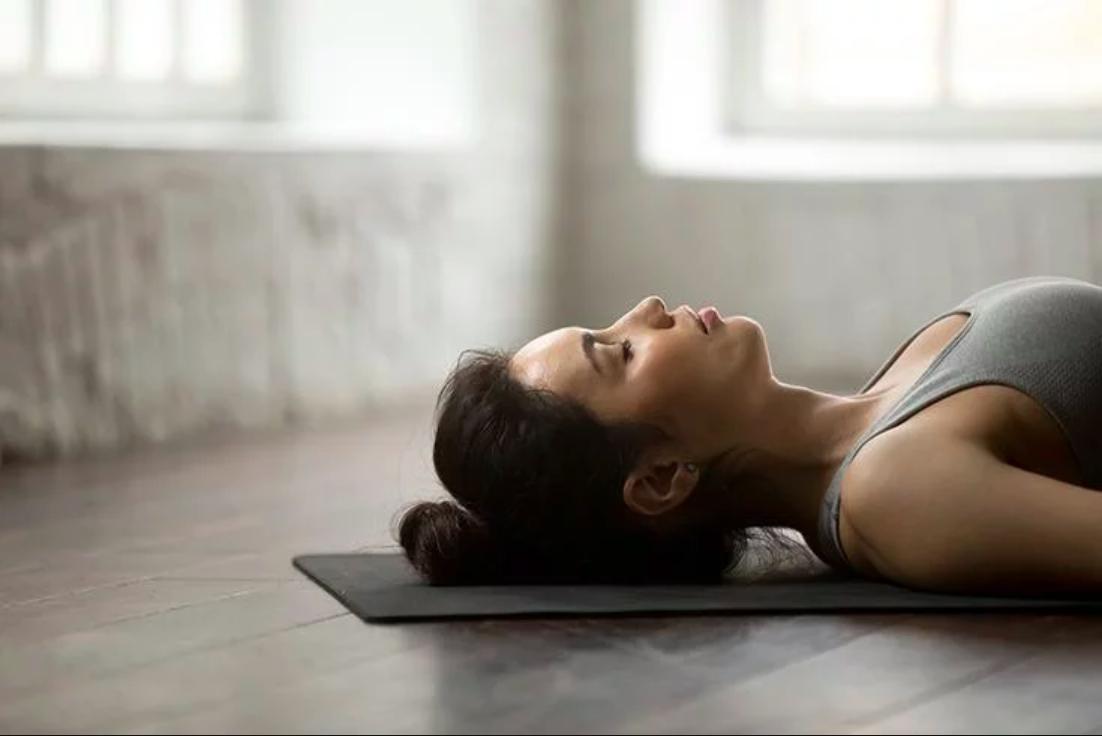 Apakah Tidur di Lantai Memiliki Dampak Positif? Inilah jawabannya!